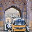 Traffico cittadino a Jaipur, in Rajasthan, India