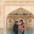 Turisti all'Amber Fort nei pressi di Jaipur, in Rajasthan, India