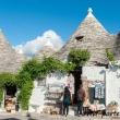 Negozi di souvenir nei trulli ad Alberobello, Puglia