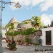 Strada del centro storico ad Alberobello, Puglia