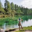 Ragazza al Lago delle Streghe a Crampiolo presso l'Alpe Devero, Piemonte