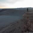 Turista presso la Valle della Luna, Cile