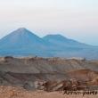 Vulcano Licancabur visto dalla Valle della Luna, Cile