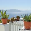 Scorcio nei pressi di Oia sull'isola di Santorini, Greci