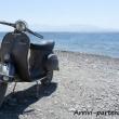 Vespa Piaggio sulla spiaggia a Kos, Grecia