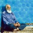 Anziano al Mausoleo a Kerman, Iran