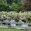 Visitatori presso il giardino pubblico di Karlovy Vary, Repubblica Ceca