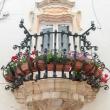 Balcone nel centro storico di Locorotondo, Puglia