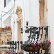 Balconi nel centro storico di Locorotondo, Puglia