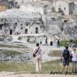Turisti in visita ai sassi, Matera