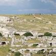Vista del Piazzale Belvedere e delle grotte carsiche, Matera