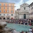 Folla a Fontana di Trevi, Roma