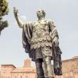 Statua di Giulio Cesare, Roma
