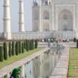Indiana in abiti tradizionali presso il Taj Mahal - Agra, India