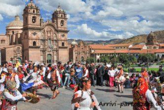Festa-in-maschera-a-Cuzco-Perù