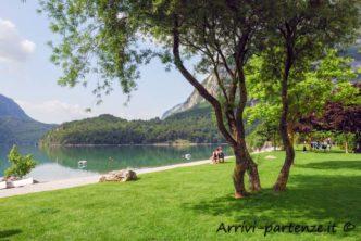 Prato nei pressi del lago di Molveno, Trentino - Alto Adige