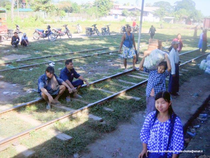 In treno per Myitkyina