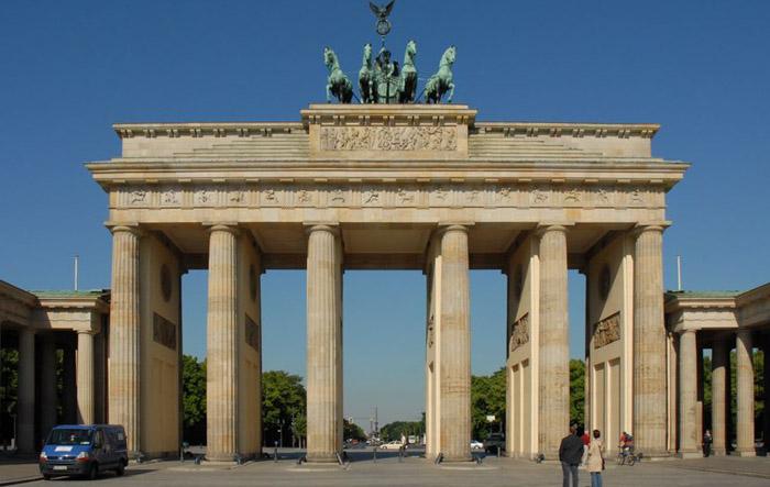 A spasso in germania tra berlino e francoforte arrivi - Berlino porta di brandeburgo ...