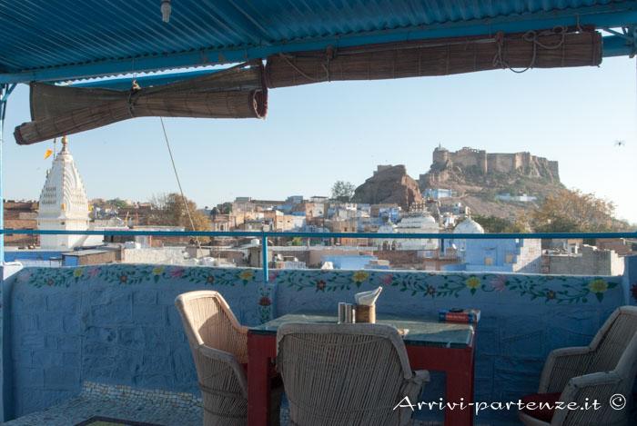 Jodhpur, cosa vedere e dove dormire Terrazza del Juna Mahal con vista sul Forte