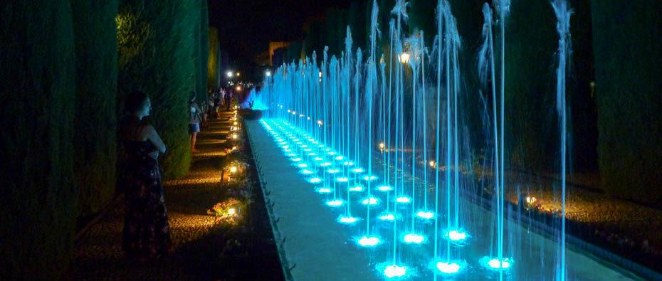 Fontana illuminata a Cordoba, Spagna