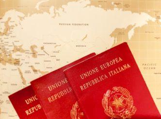 Passaporti sulla mappa del mondo