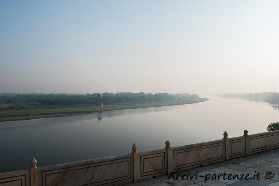 Taj Mahal ad Agra, in India: vista del Fiume Yamuna