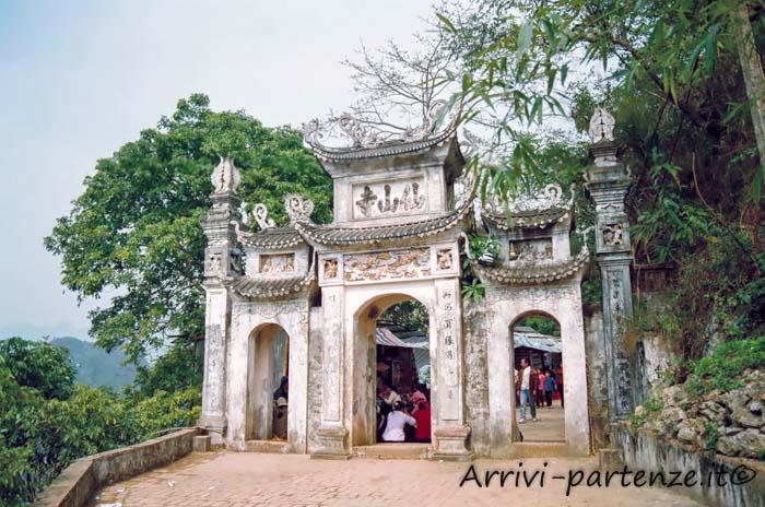 Tempio Buddhista presso la Pagoda dei Profumi, Vietnam