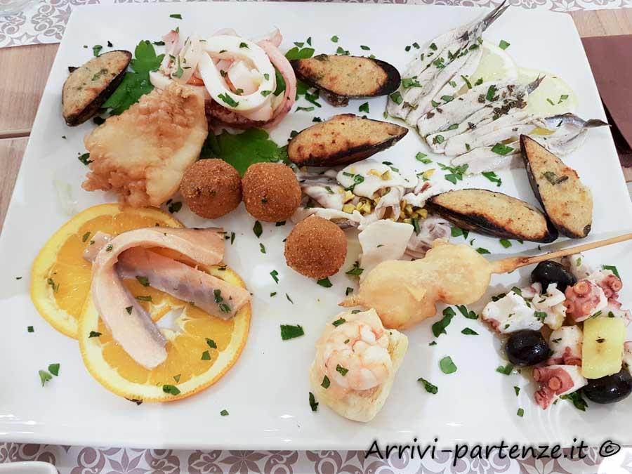 Specialità di pesce in un ristorante di Porto Cesareo, Puglia