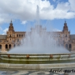 Fontana in Plaza de Espana di Siviglia in Andalusia, Spagna