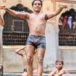 Ragazzi che fanno il bagno al Tempio delle Scimmie presso Jaipur, in Rajasthan, India
