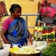 Venditrice di fiori al tempio Devarajaswami, Kanchipuram