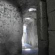 L'ingresso e l'uscita del Castello Aragonese scavati nella roccia