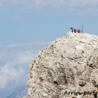 Escursionisti presso la Croce di vetta del Lagazuoi, Veneto