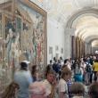 Folla tra i corridoi dei Musei Vaticani, Città del Vaticano