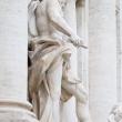 Statua presso la Fontana di Trevi, Roma
