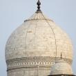 Vista del Taj Mahal dal fiume Yamuna ad Agra, India