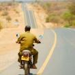 Uomo in motocicletta, Tanzania