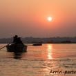 Barca sul Gange all'alba a Varanasi, Uttar Pradesh, India