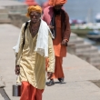 Indù nei pressi della riva del Gange a Varanasi, Uttar Pradesh, India