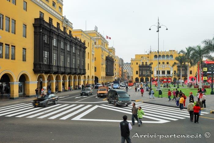 Edifici presso Plaza de Armas a Lima, Perù