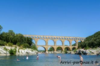 Vista del Pont de Gard a Vers-Pont-du-Gard, in Provenza, Francia