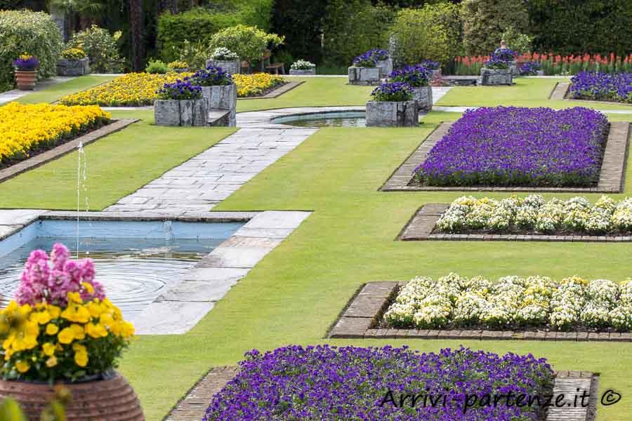 Aiuole di fiori all'interno del Giardino botanico di Villa Taranto, Verbania