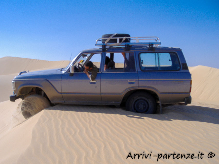 Fuoristrada nel deserto con la jeep, Egitto