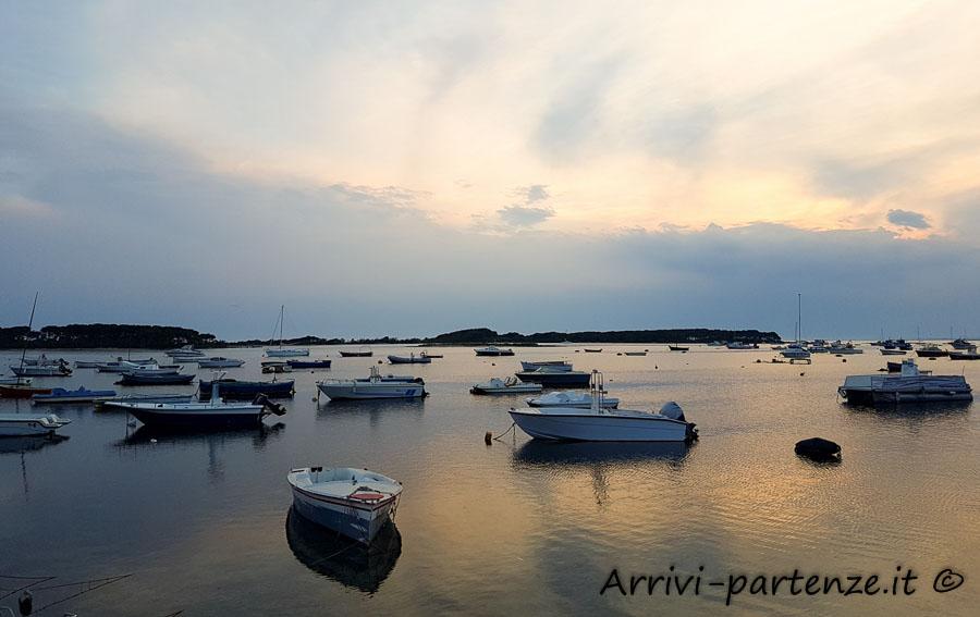 Imbarcazioni presso il porto di Porto Cesareo, Puglia