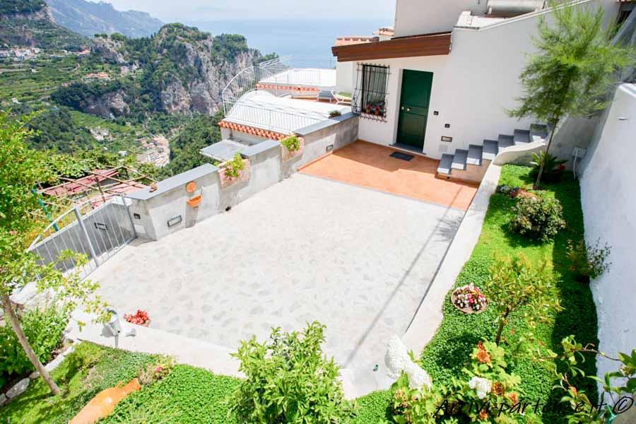 Ingresso della Casa Vacanze Dame a Pogerola frazione di Amalfi, Costiera Amalfitana