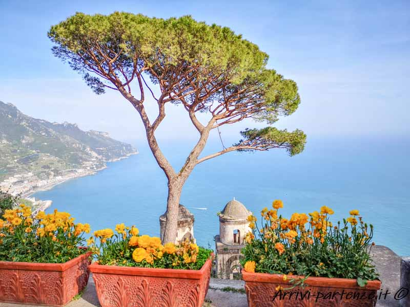 Vista panoramica da Villa Rufolo a Ravello, Costiera Amalfitana