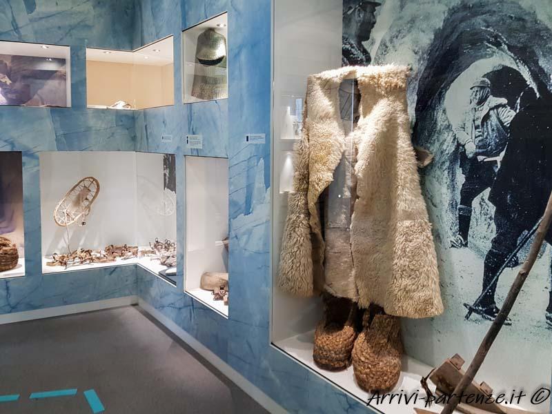 Indumenti presso il Museo della Grande Guerra a Punta Serauta sulla Marmolada, Trentino-Alto-Adige