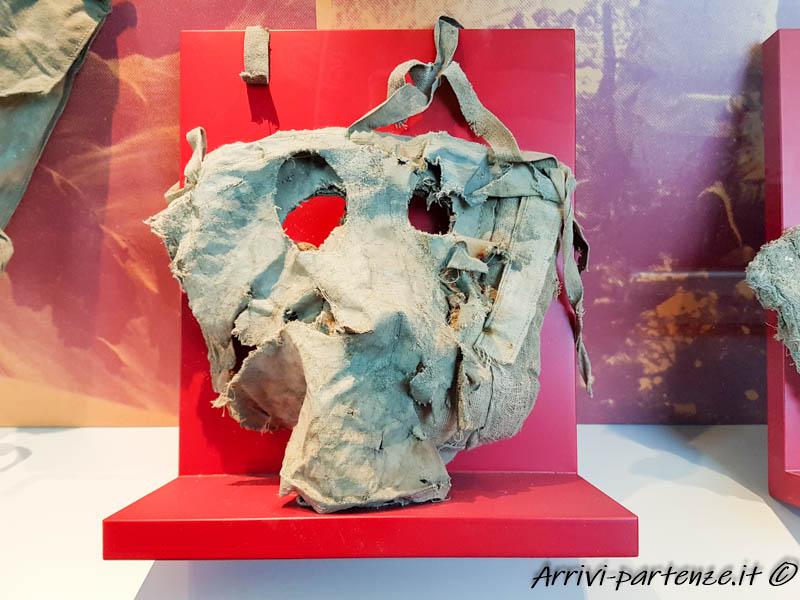 Maschera antigas presso il Museo della Grande Guerra a Punta Serauta sulla Marmolada, Trentino-Alto-Adige