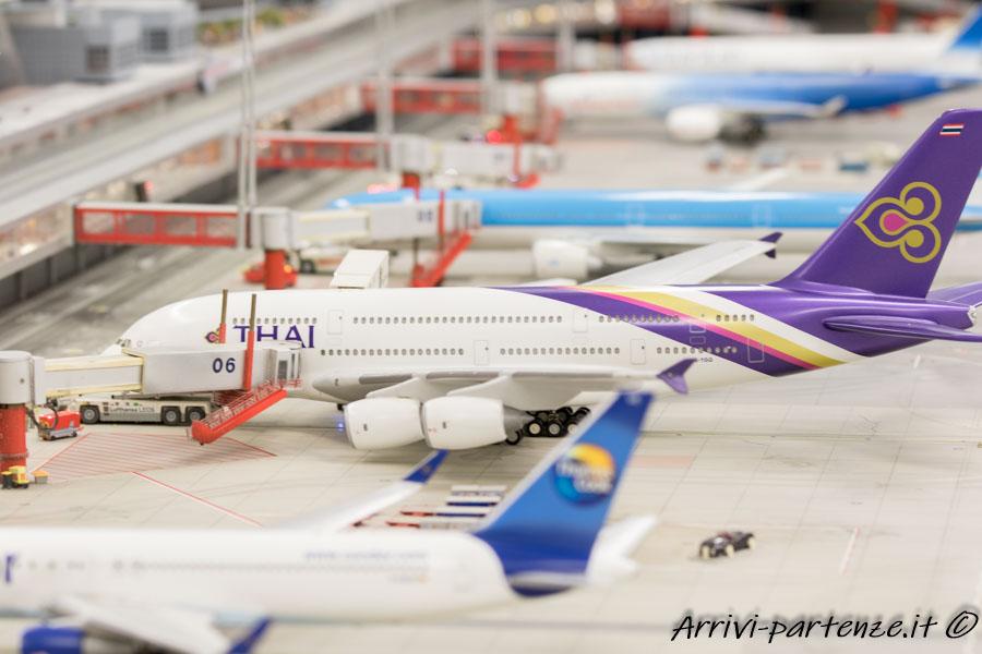 Aereo della compagnia Thai nell'aeroporto knuffingen presso il Miniatur Wunderland di Amburgo, Germania